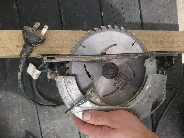 How to safely use a circular saw
