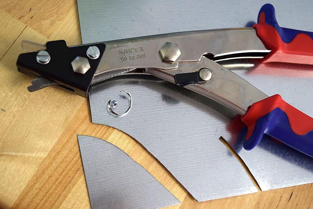 Hand nibbler cutting sheet metal