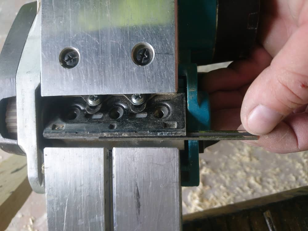 Removing blade from cordless planer