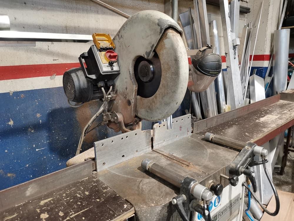 Metal cutting cold saw