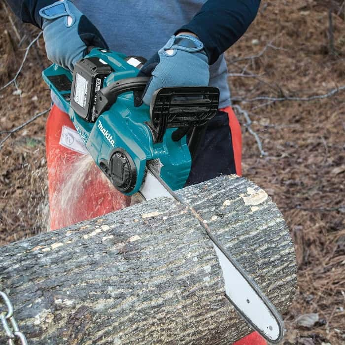 Makita Cordless Chain Saw Cutting Through Tree