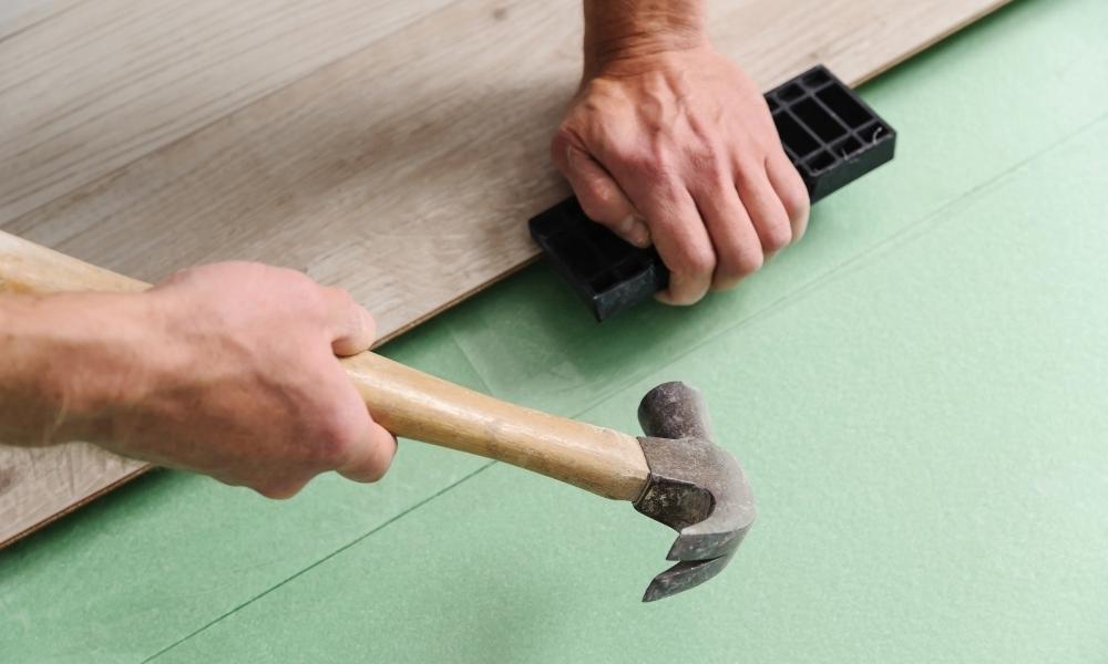 Hammering together laminate floor