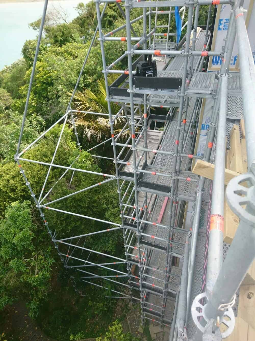 High scafold for roofers