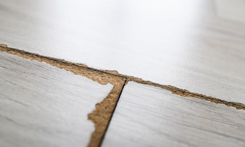 Separating laminated floor