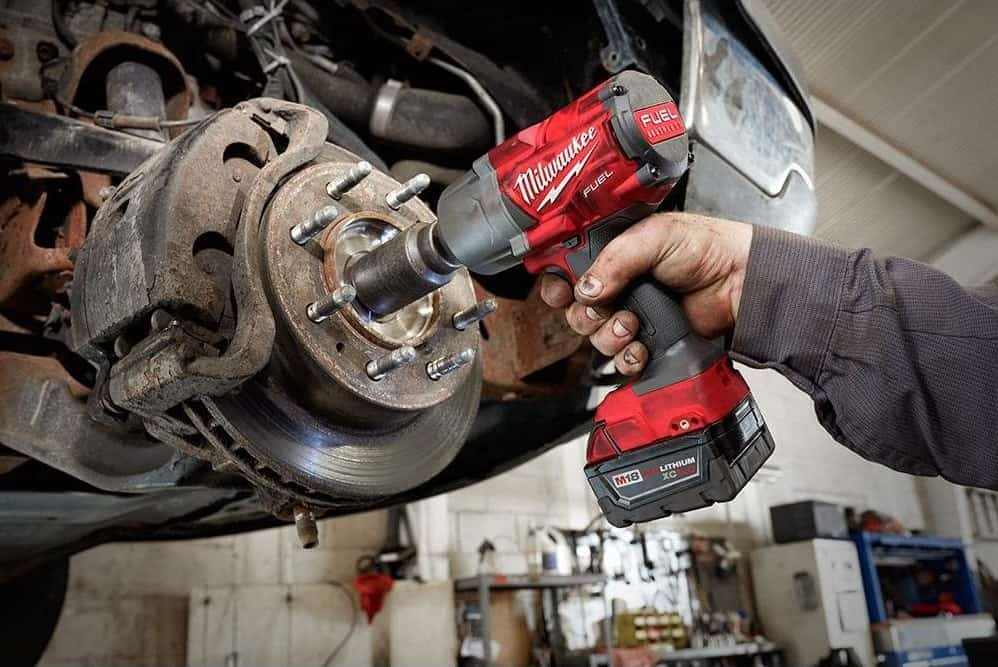 Using cordless impact wriench on car disk breaks