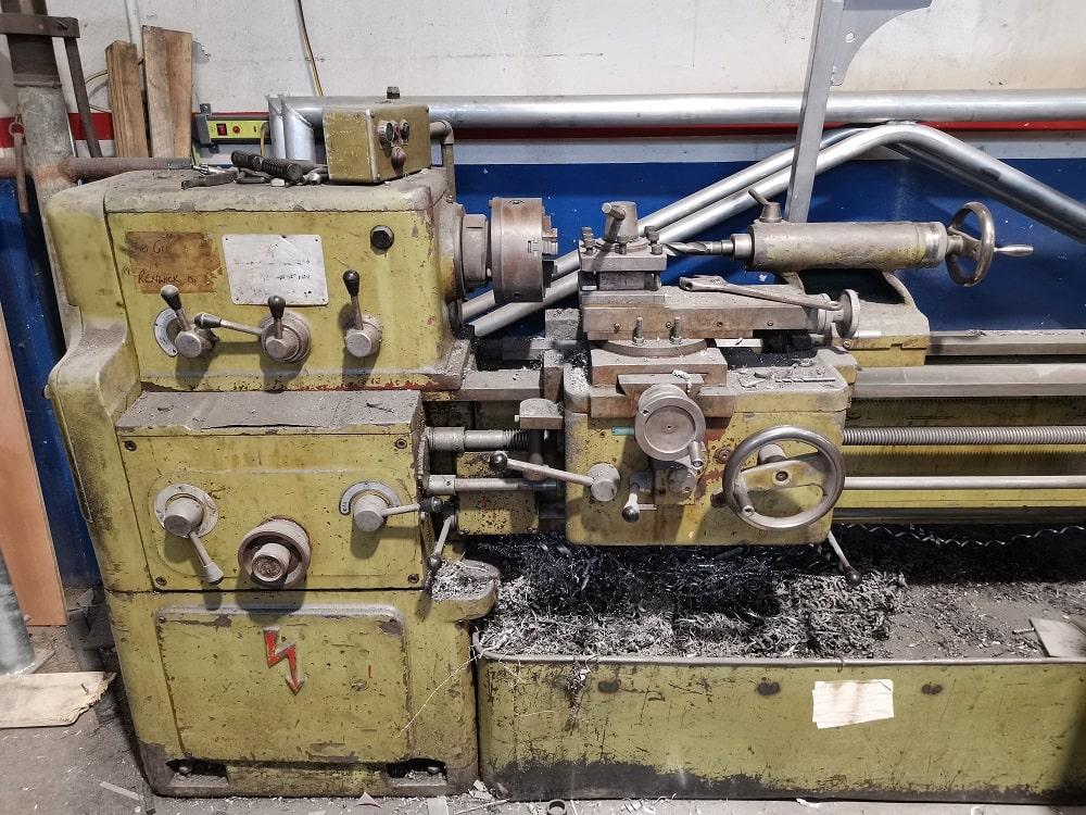 Metal lathe in the workshop