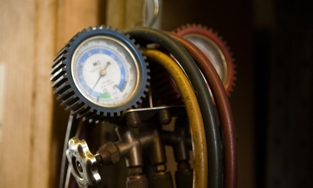 Air compressor hose and gauge for air tools