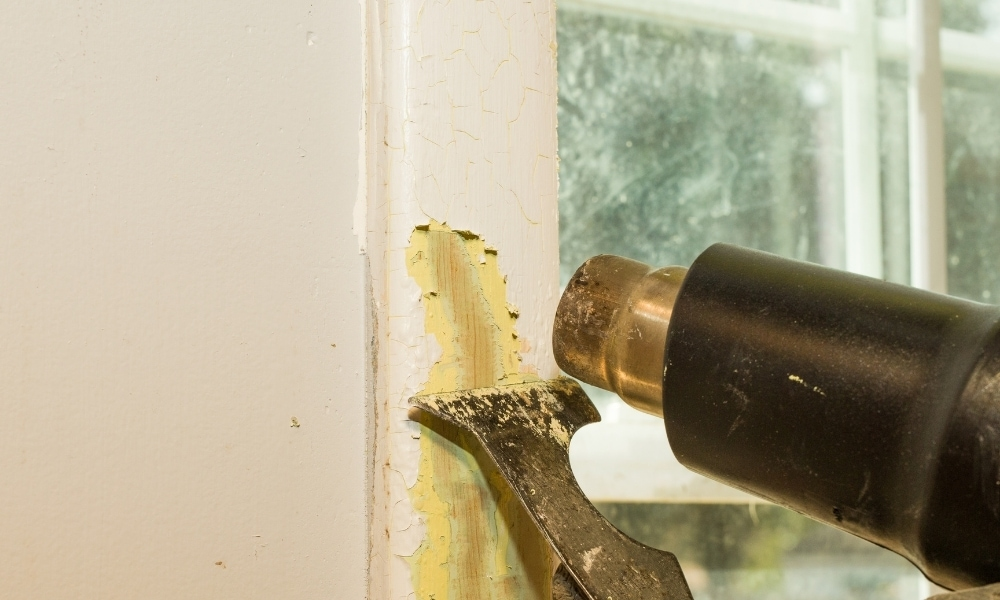Removing paint with cordless heat gun