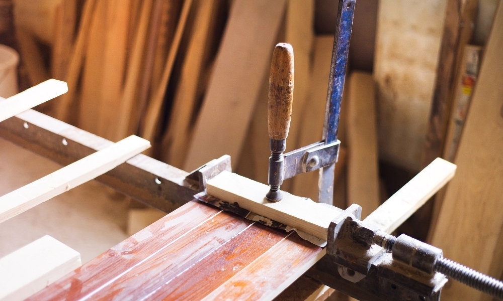 Joining woods at a joinery