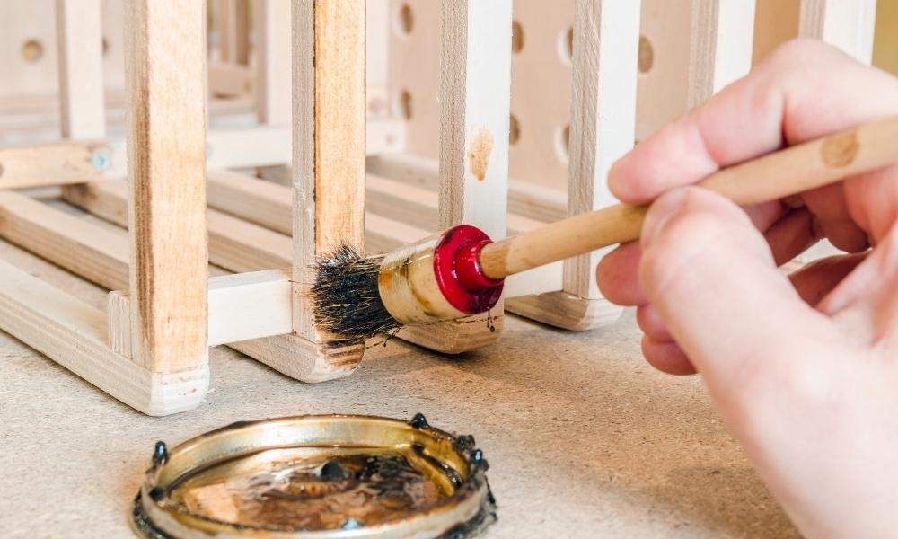 Applying varnish