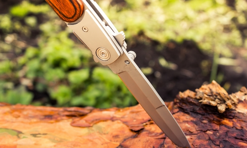 Knife to cut wood