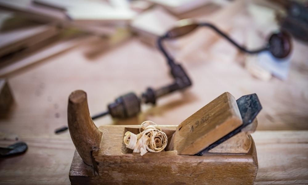 Manual wood cutting tools