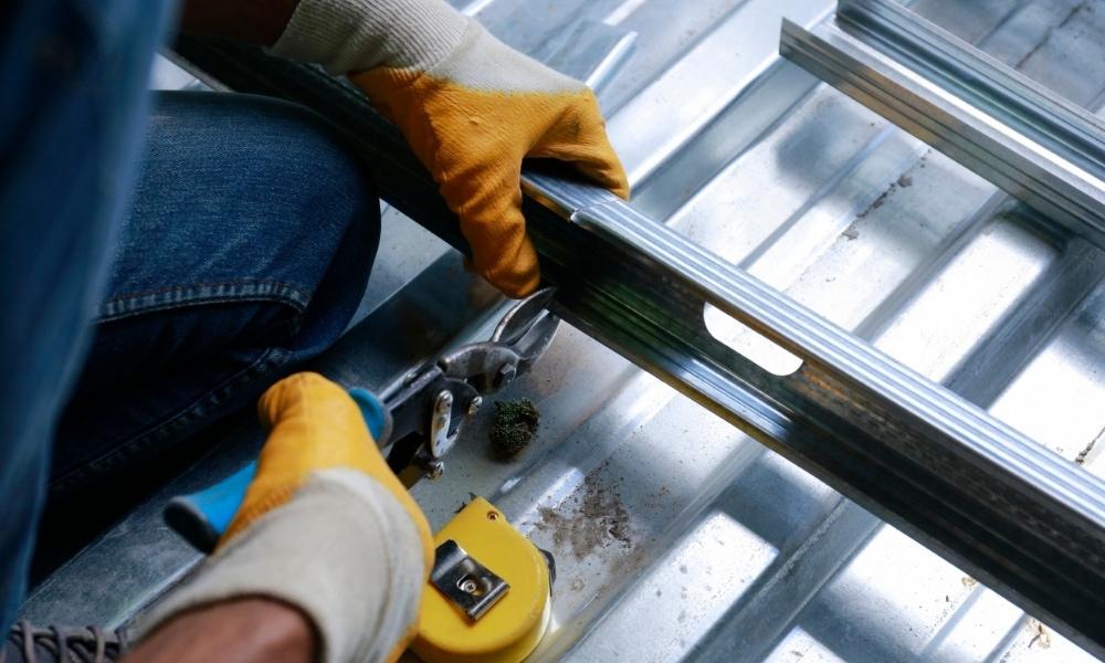 Using metal shears to cut aluminum