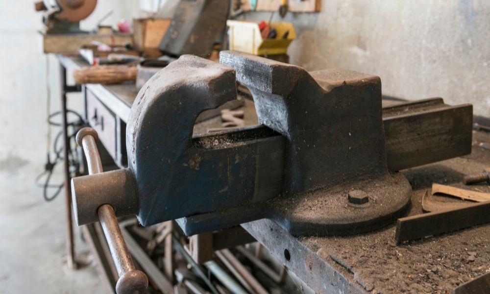 Bench vise for metal secured on a workbench