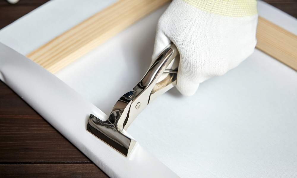 Canvas pliers used to fold on canvas