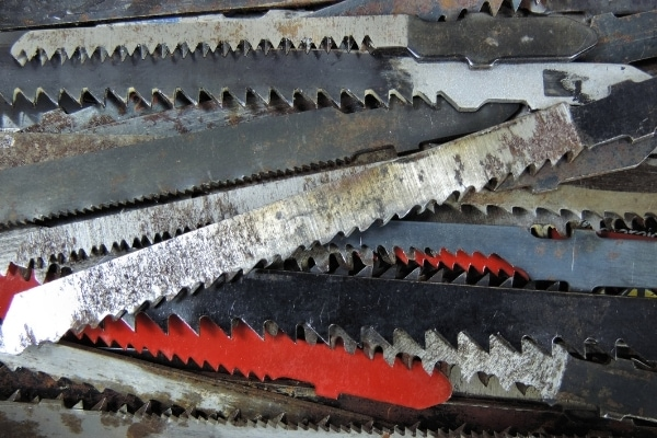 Different jigsaw blades tooth direction