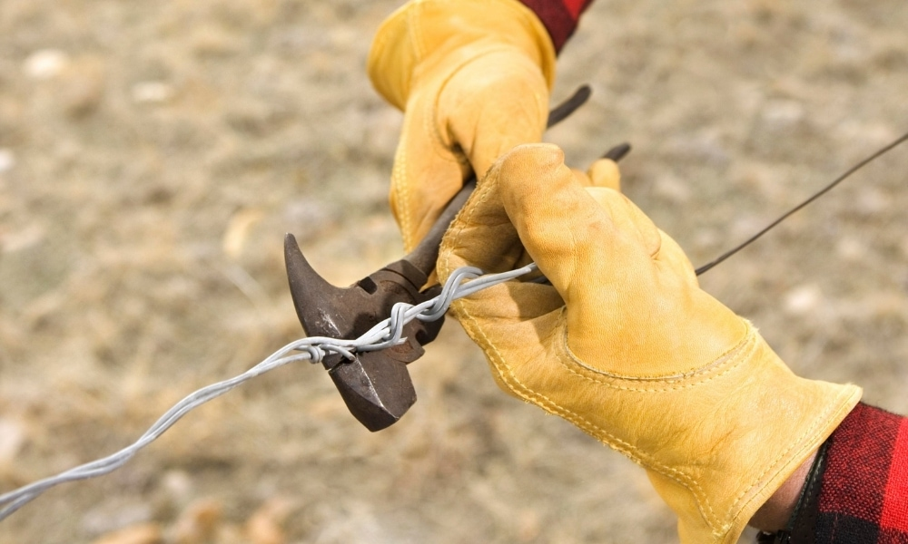 Fencing plier used for barb wires
