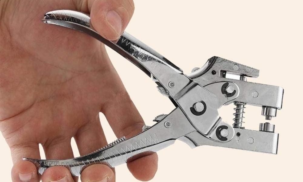 Grommet plier for punching holes