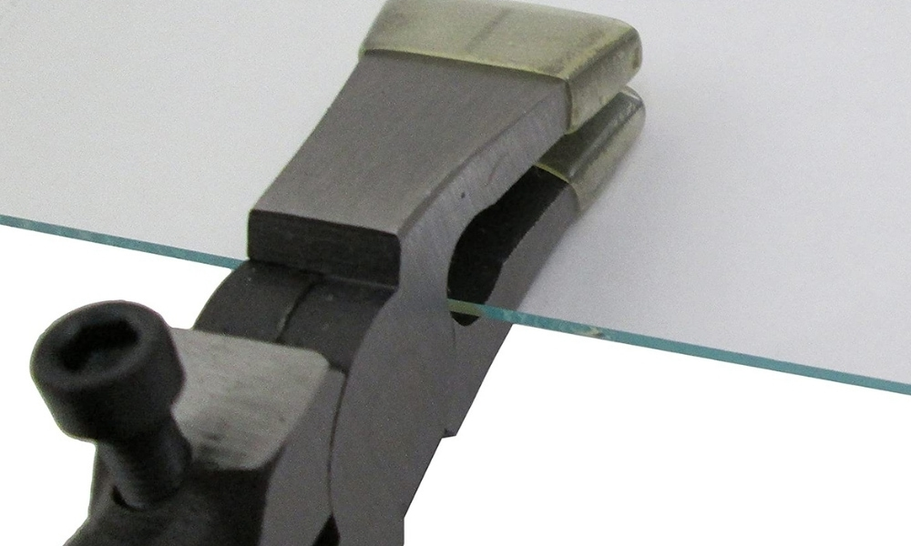 Ion tool running pliers gripping on glass