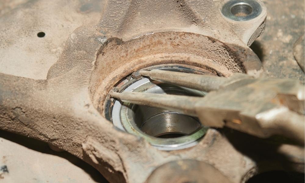 Picking up bearing locks with snap ring plier