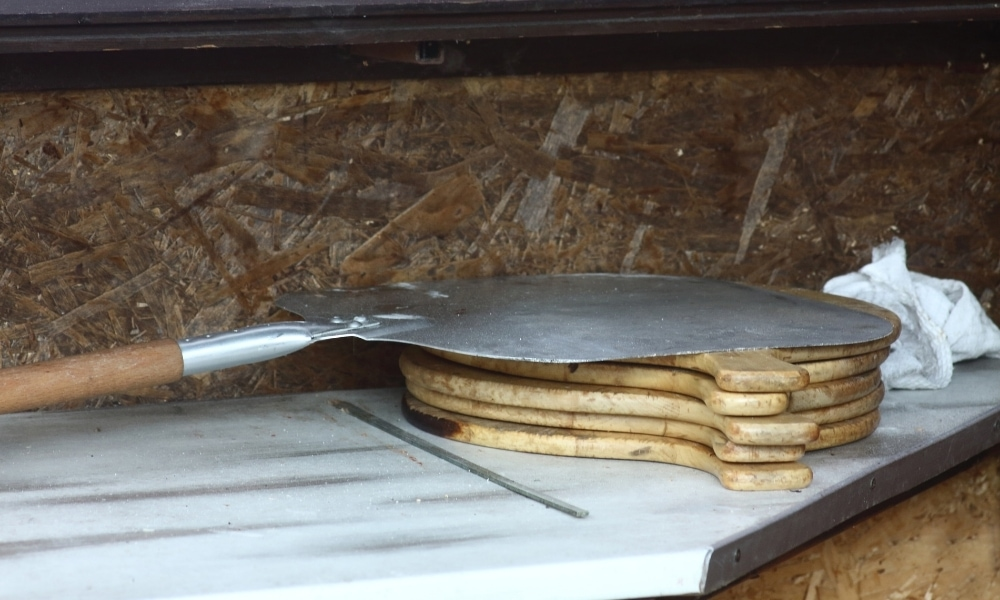 Pizza shovel used for putting pizza in the oven