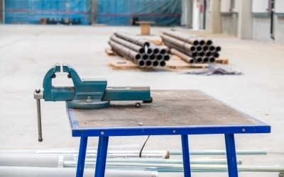 How to cut galvanized pipe?