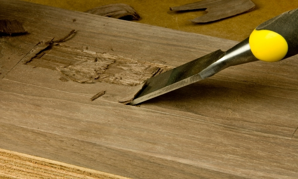 Chopping and paring technique with a chisel