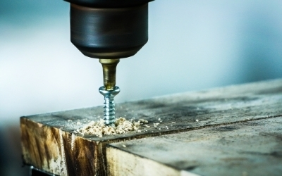 Drilling wood with screws