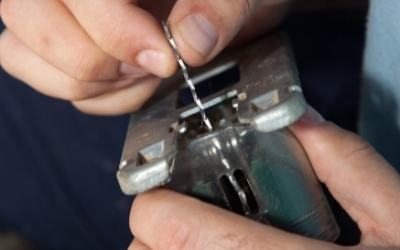 How to cut plastic?